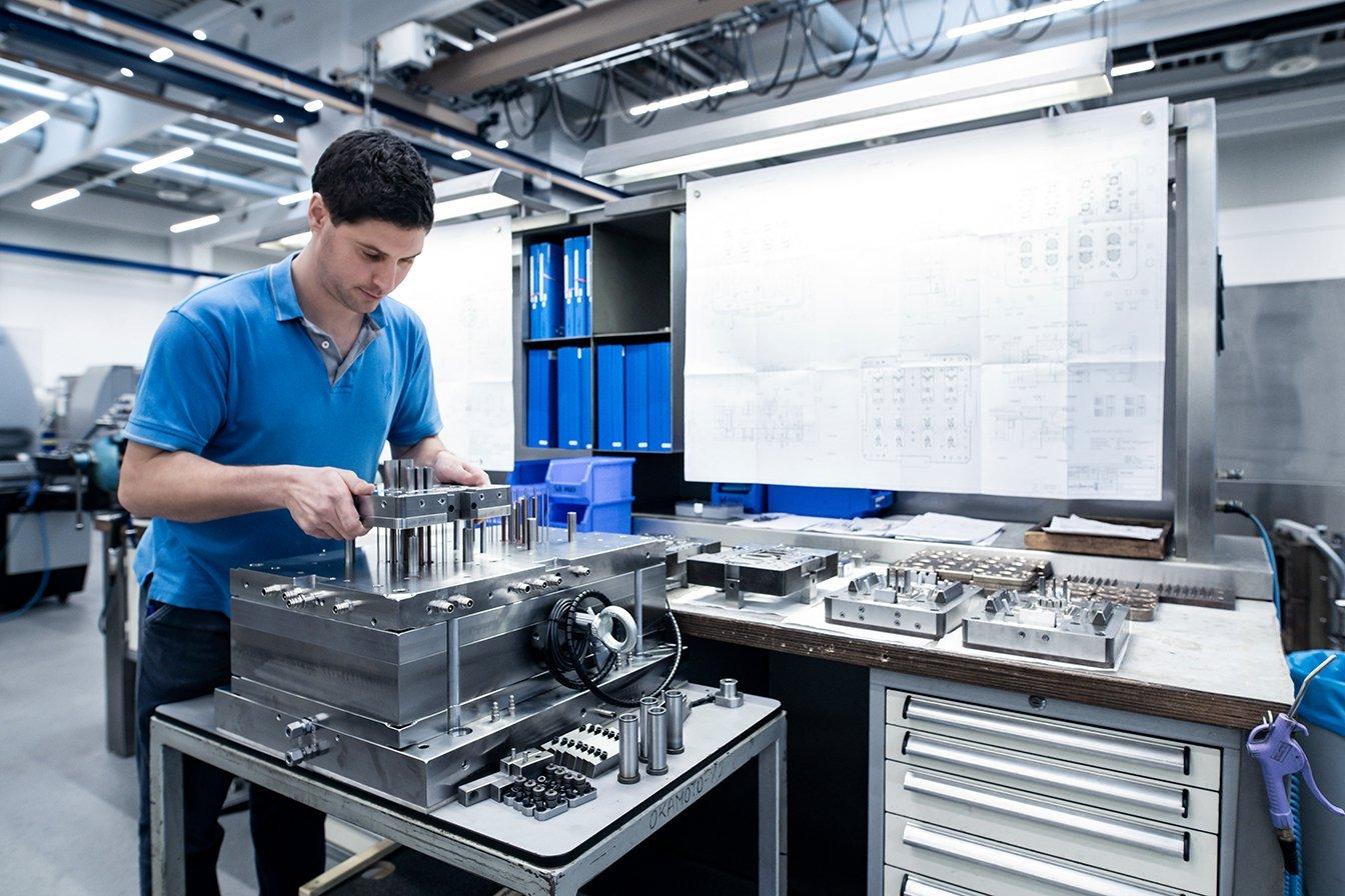 Im Werk von Silikon Werkzeug Hersteller sterner